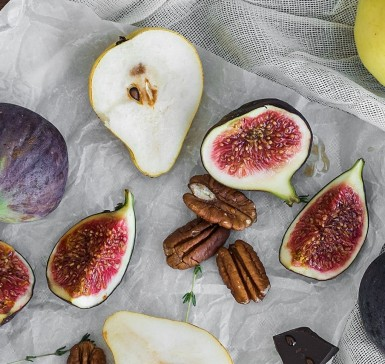 Pecan nuts, figs and pears
